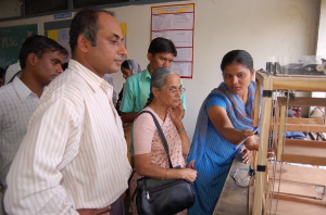 SHRI SUNDARAM,TALKING WITH STUDENTS OF FIRST PRIZE